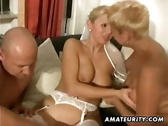 Amateur Sluts Grazying Chick In Homemade Threesome