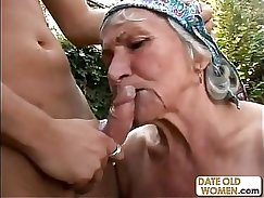 Beauty granny with a hairy pussy is getting fucked in her cunt